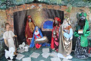 На территории храма Всех Святых установлен уникальный Рождественский вертеп